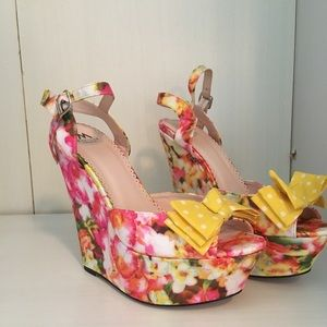 Floral- Dessie Wedges with Yellow Bow 💛
